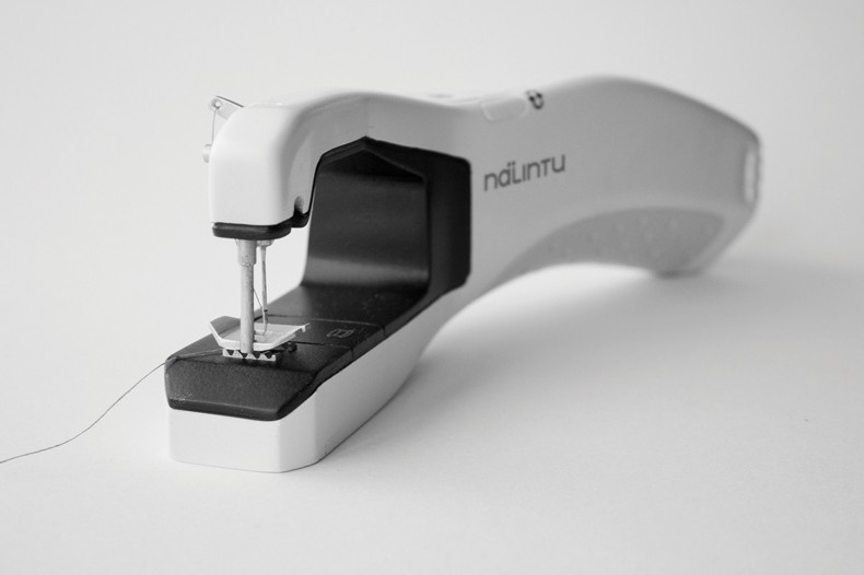 Nalintu – Handheld Sewing Machine – final product  total front
