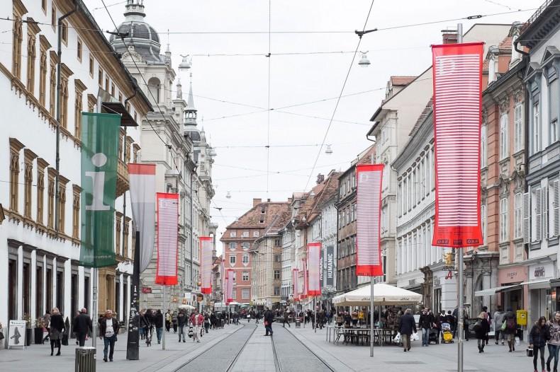 Diagonale Flaggen in Graz