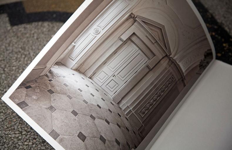 Die Tür – Closeup einer barocken Türe